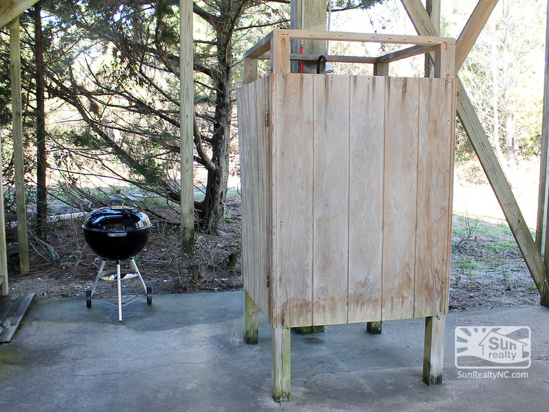 Outside Shower and Grill
