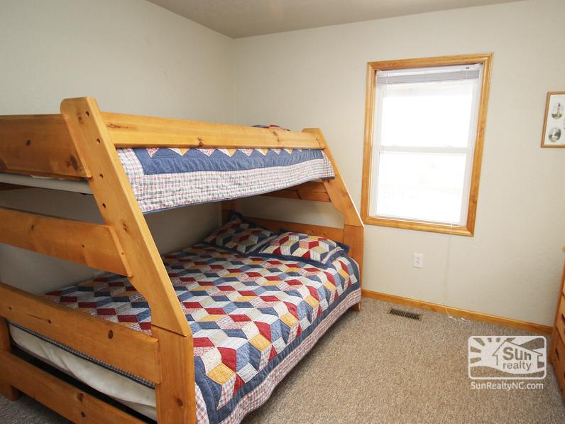 Pyramid Bunk Bedroom