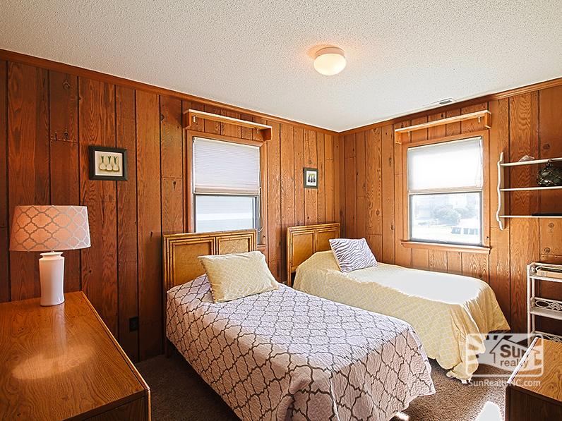 Mid-Level Twin Bedroom