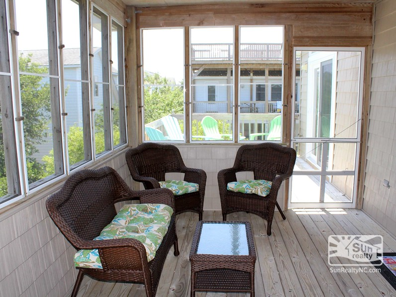 Screened-In Deck and Deck Seating