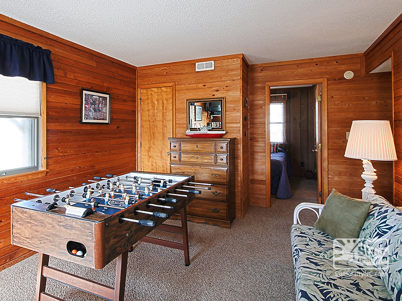 Mid-Level Recreation Room