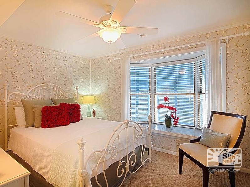 Second-Level Queen Bedroom