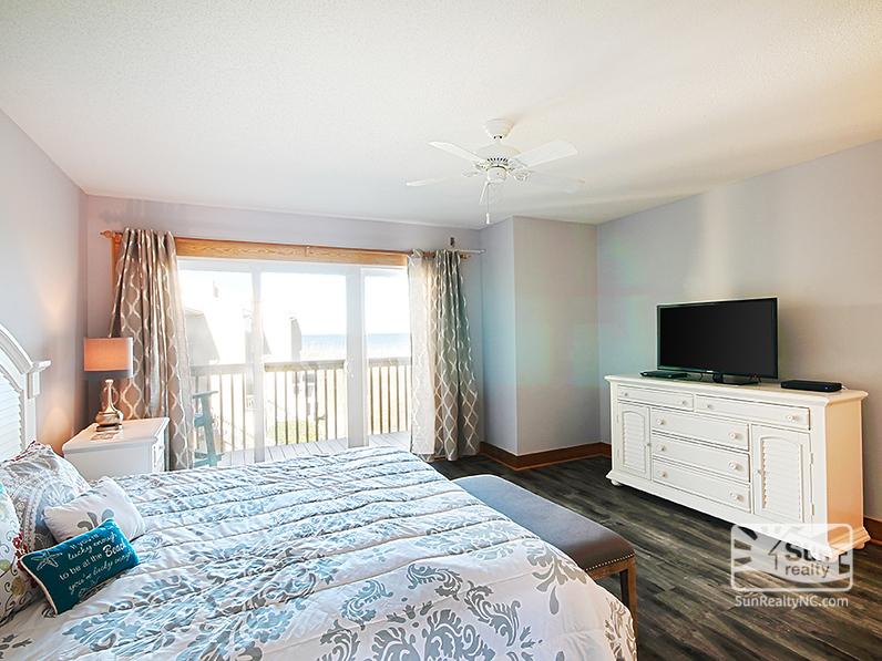 King Master Bedroom w/ Ocean View