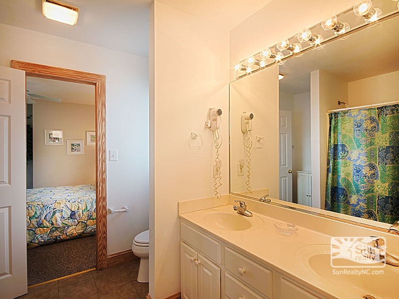 Shared Bathroom between King and Queen Bedrooms