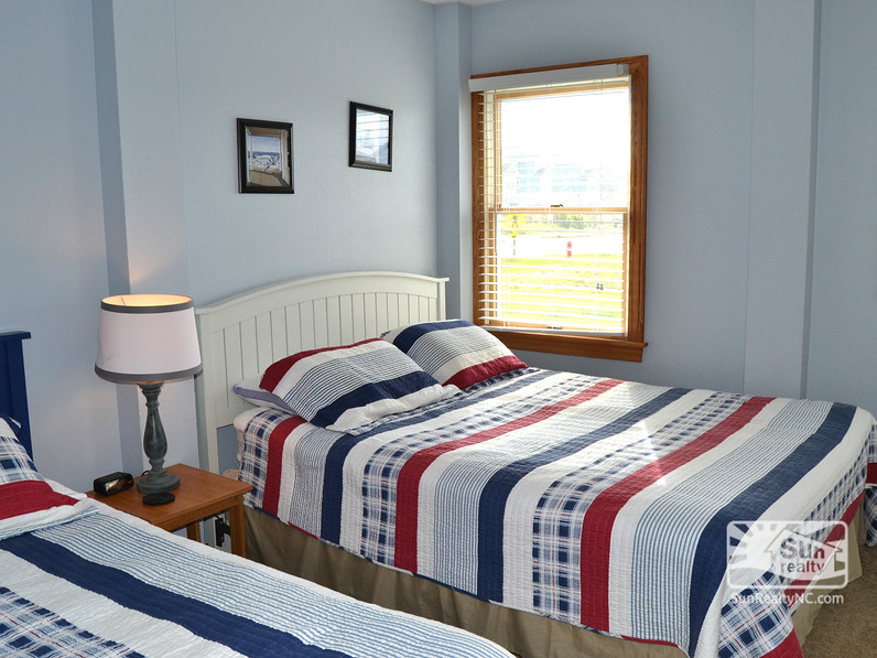 Ground-Level Queen and Twin Bedroom