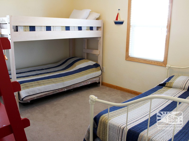 Mid-Level Bunk and Twin Bedroom