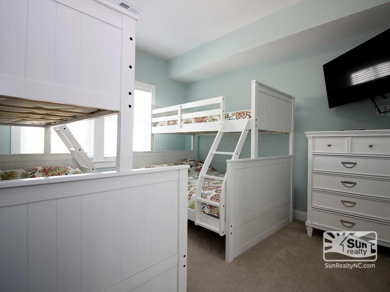 Ground-Level Pyramid Bunk Master Bedroom