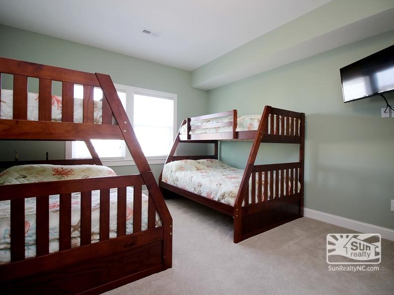 Mid-Level Pyramid Bunk Master Bedroom