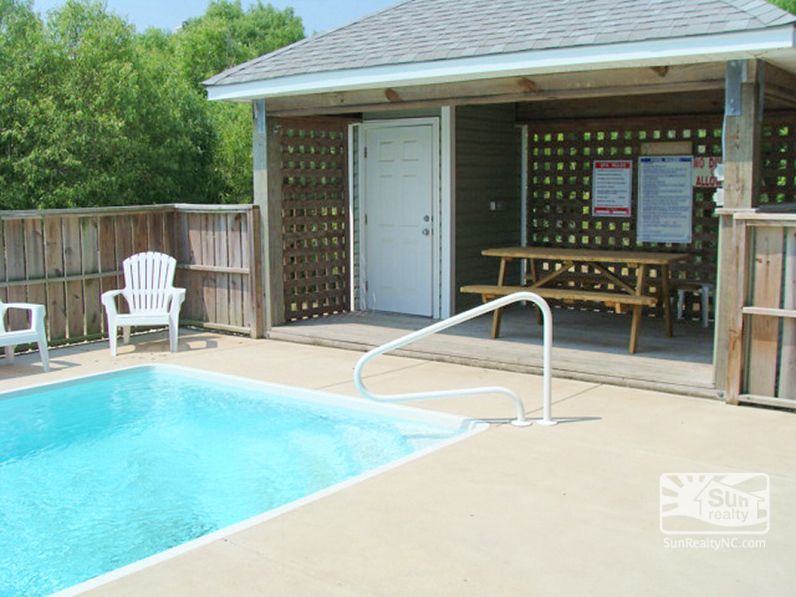 Shaded Pool Seating
