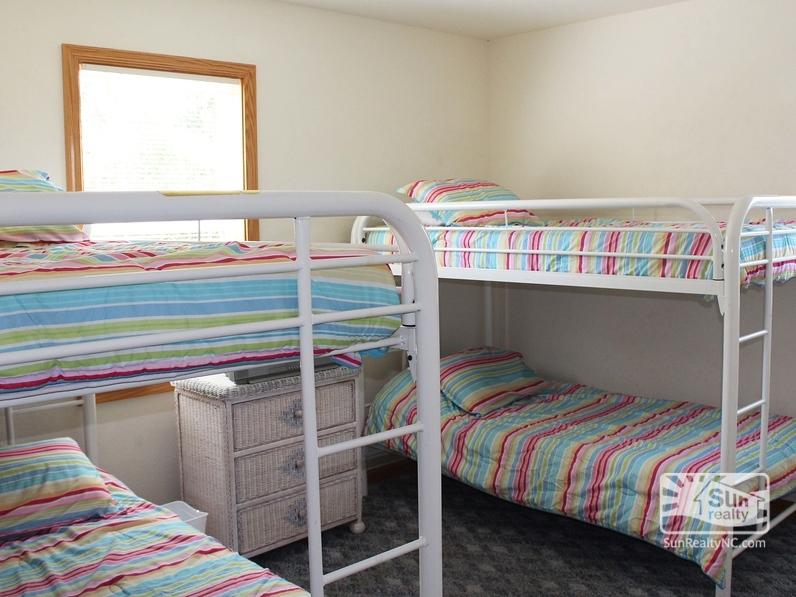 Mid-Level Bunk Bedroom