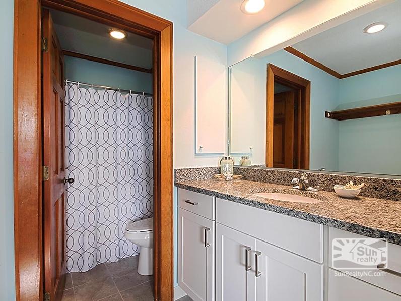 Queen Master Bathroom
